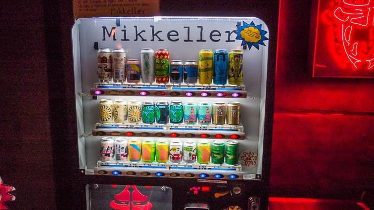 Beer vending machine at Ramen to Bíiru